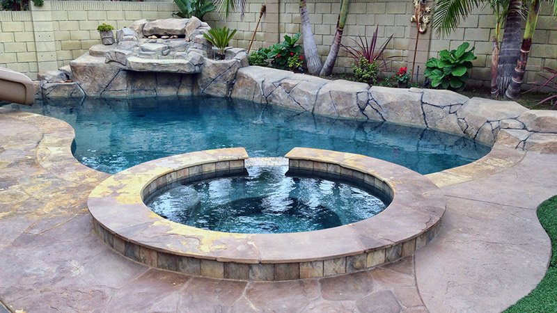 Swimming Pool With Hot Tub - Orange County Pools & Spas